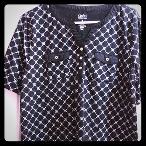 Summer blouse in black and white pattern